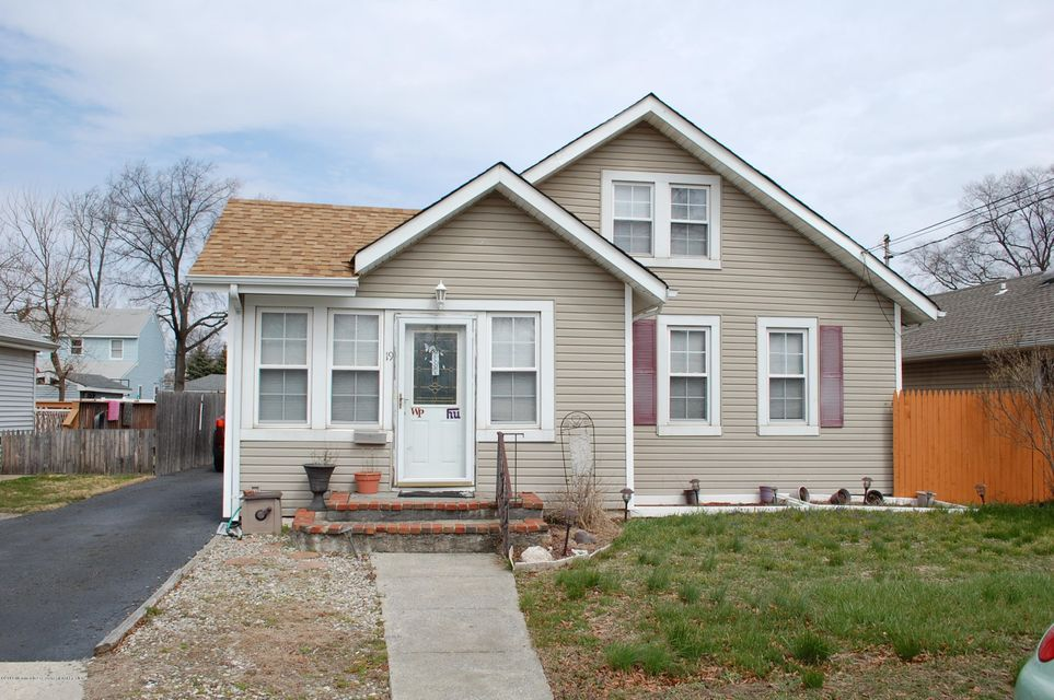 Casa Unifamiliar por un Venta en 19 Essex Street 19 Essex Street North Middletown, Nueva Jersey 07748 Estados Unidos