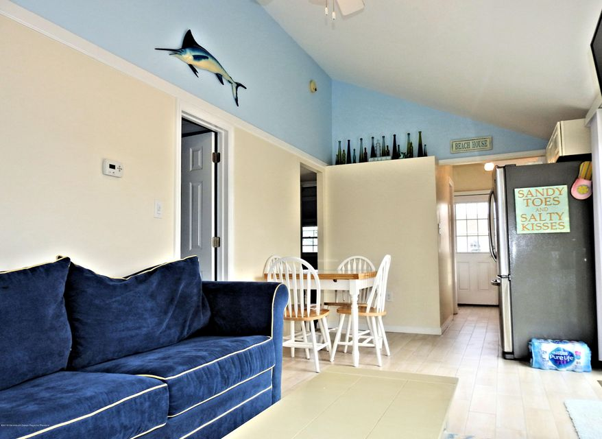 110 W Dolphin Way - Picture 2