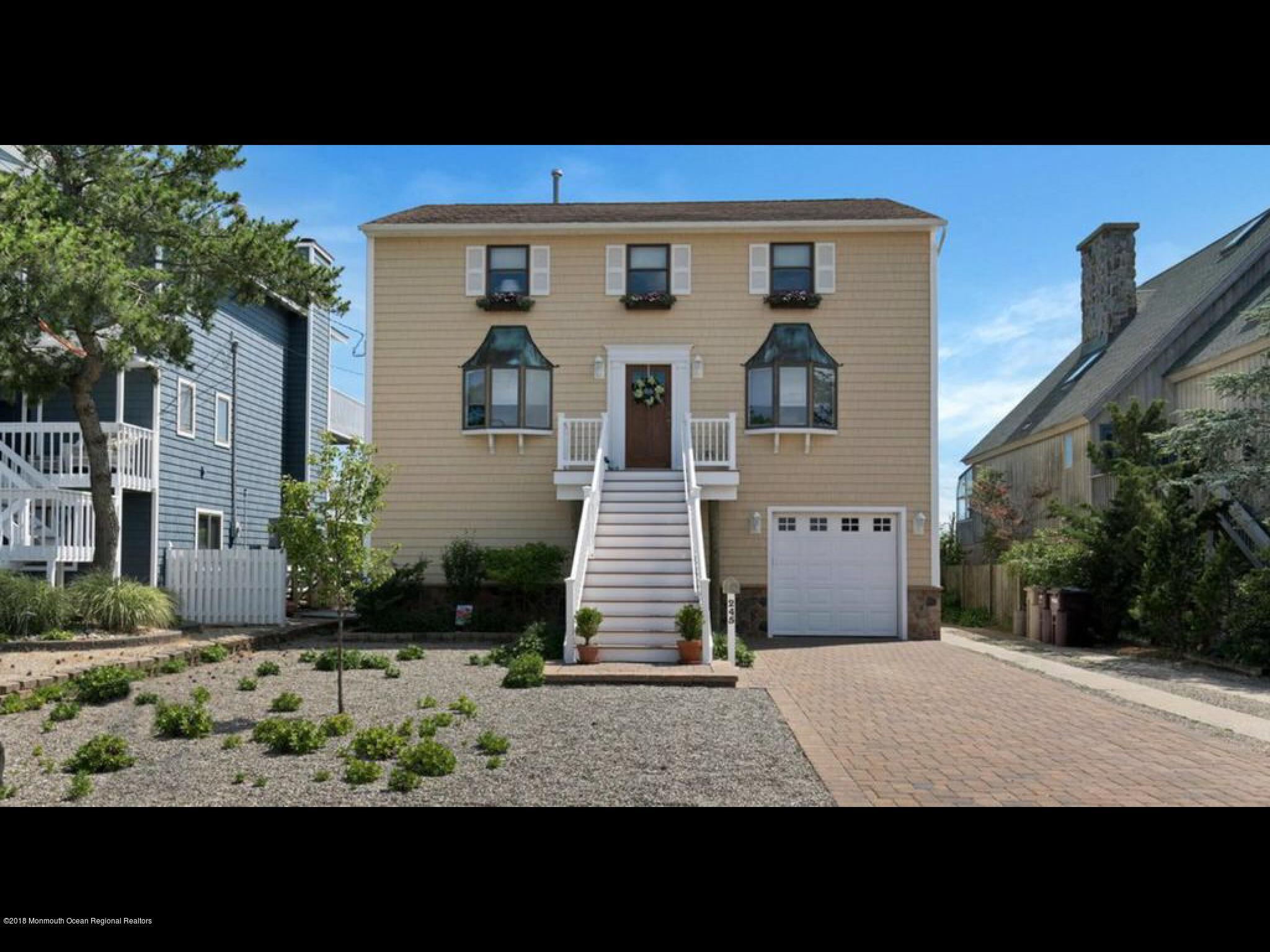 Maison unifamiliale pour l Vente à 245 24th Avenue 245 24th Avenue South Seaside Park, New Jersey 08752 États-Unis