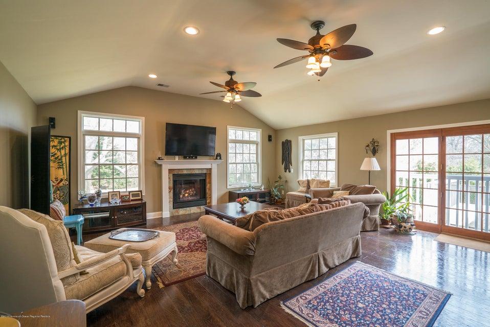独户住宅 为 销售 在 37 Maple Avenue 37 Maple Avenue 朗布兰奇, 新泽西州 07764 美国