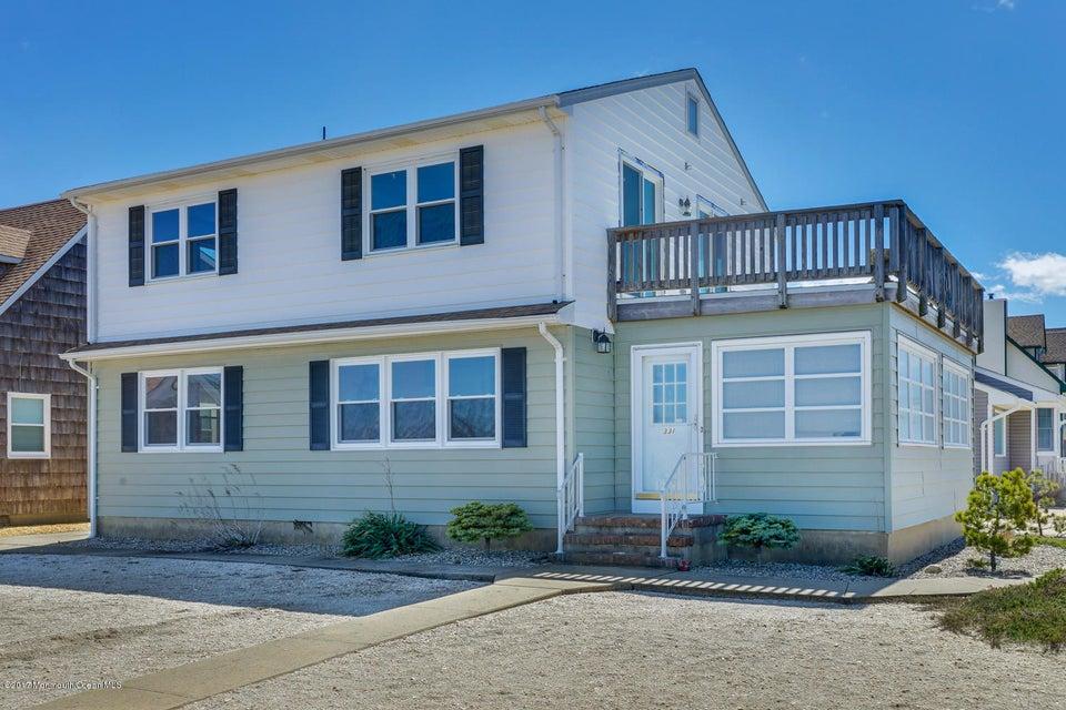Maison unifamiliale pour l Vente à 331 Roberts Avenue 331 Roberts Avenue South Seaside Park, New Jersey 08752 États-Unis