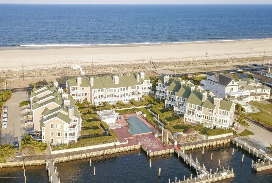 Casa Unifamiliar por un Venta en 11 Grand Pointe Way 11 Grand Pointe Way Sea Bright, Nueva Jersey 07760 Estados Unidos