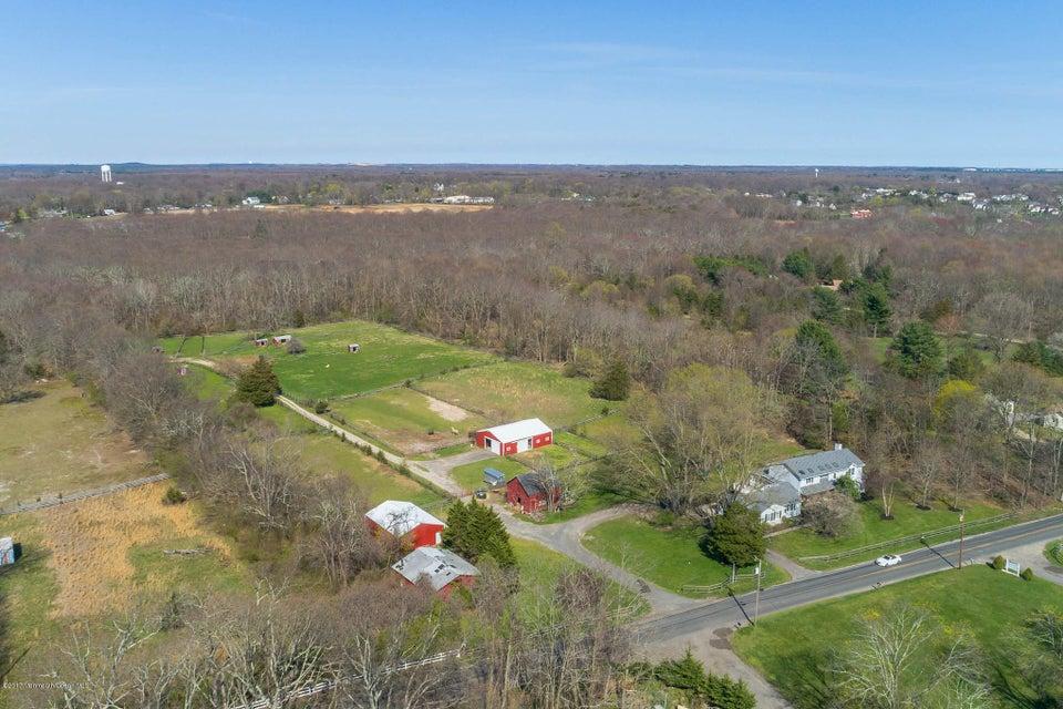 獨棟家庭住宅 為 出售 在 200 Casino Drive 200 Casino Drive Farmingdale, 新澤西州 07727 美國