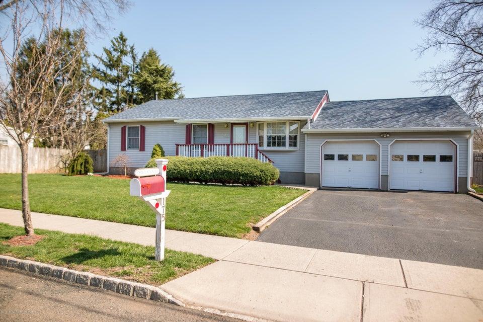Maison unifamiliale pour l Vente à 175 Mountain Avenue 175 Mountain Avenue Piscataway, New Jersey 08854 États-Unis