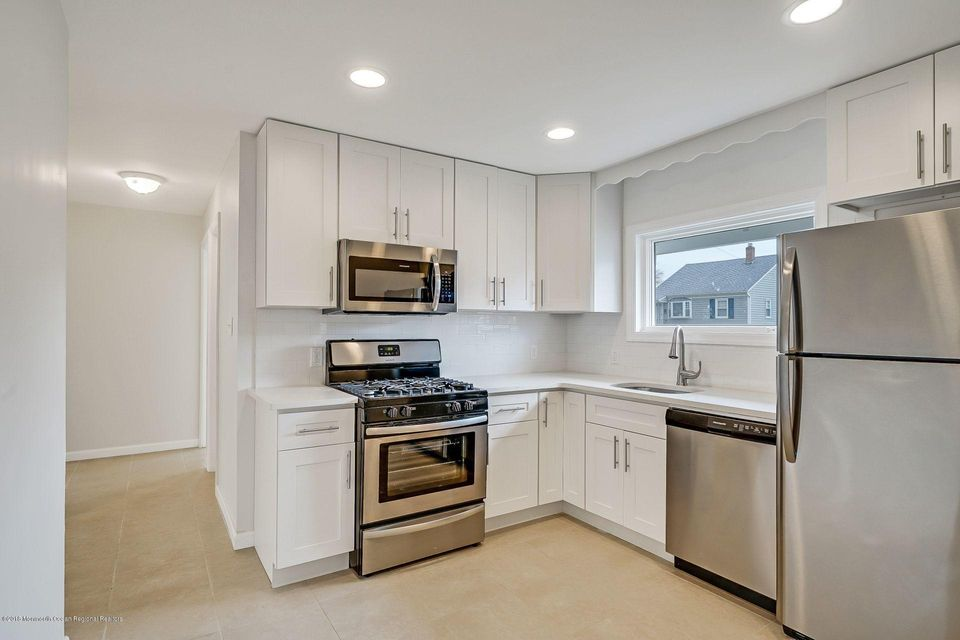 Maison unifamiliale pour l Vente à 548 Lorraine Avenue 548 Lorraine Avenue Middlesex, New Jersey 08846 États-Unis