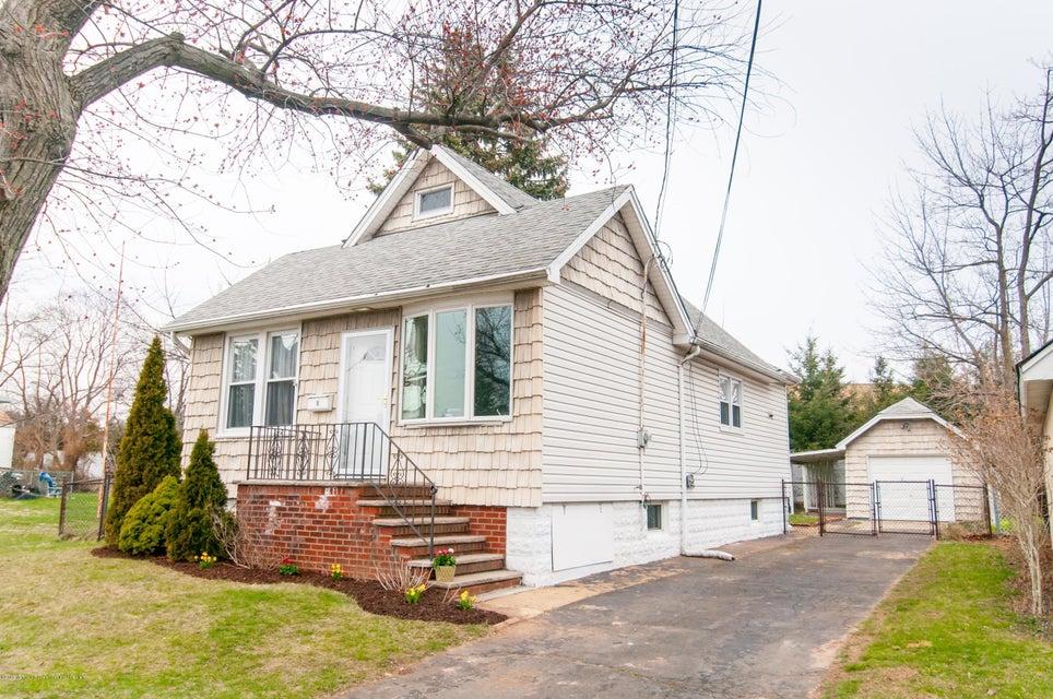 Einfamilienhaus für Verkauf beim 18 Florence Street 18 Florence Street Edison, New Jersey 08817 Vereinigte Staaten