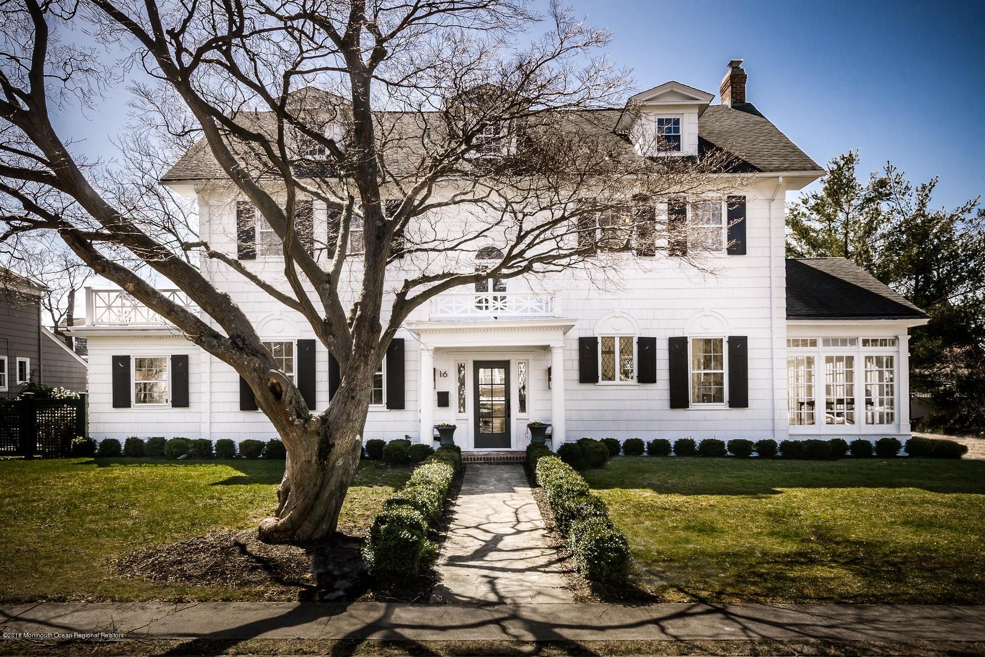 Villa per Vendita alle ore 16 Caro Court 16 Caro Court Red Bank, New Jersey 07701 Stati Uniti