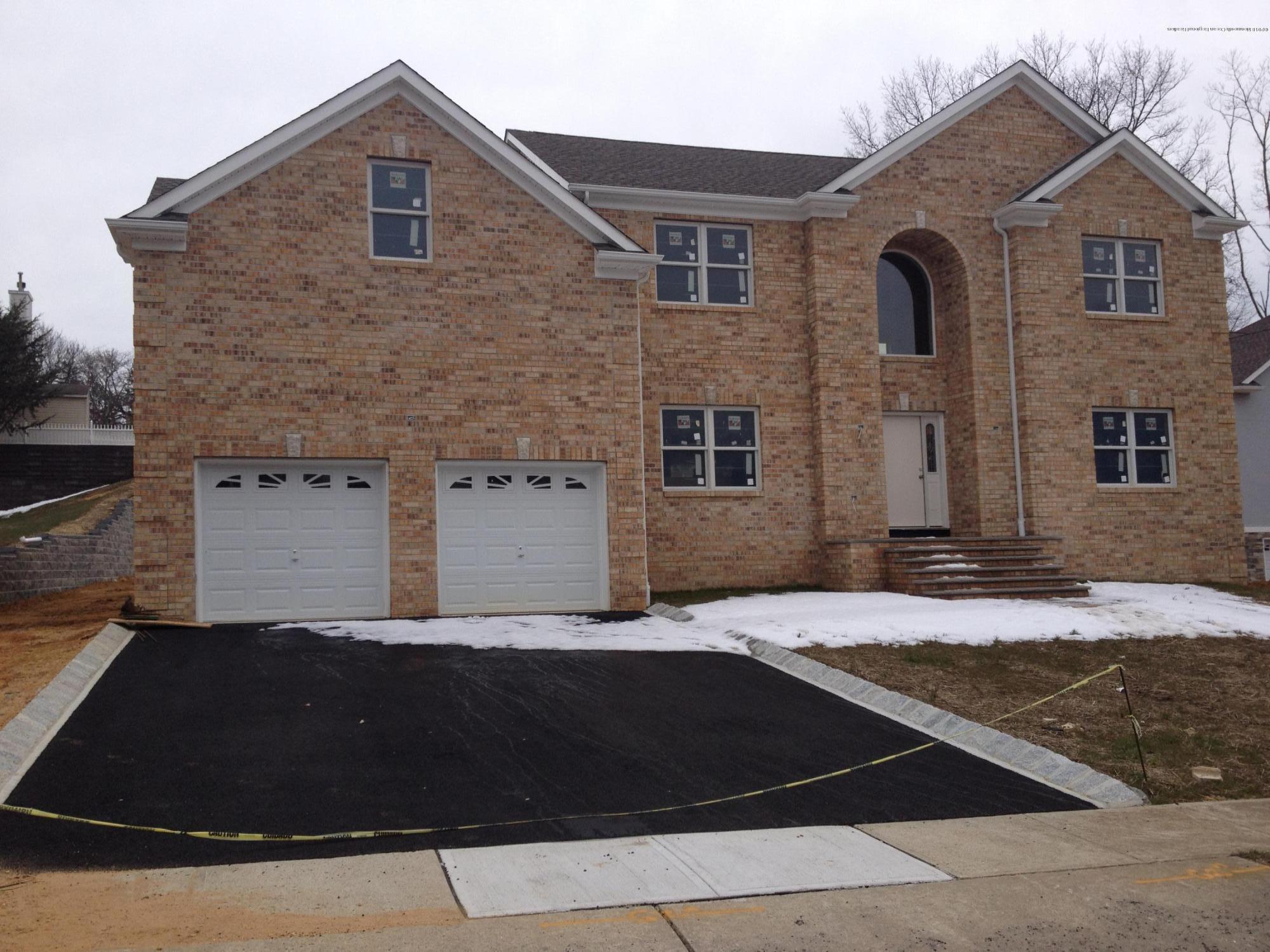 Villa per Vendita alle ore 15 Strek Drive 15 Strek Drive Parlin, New Jersey 08859 Stati Uniti