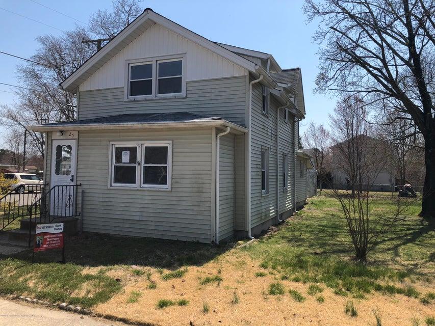 独户住宅 为 销售 在 25 Brown Avenue 25 Brown Avenue Lakehurst, 新泽西州 08733 美国