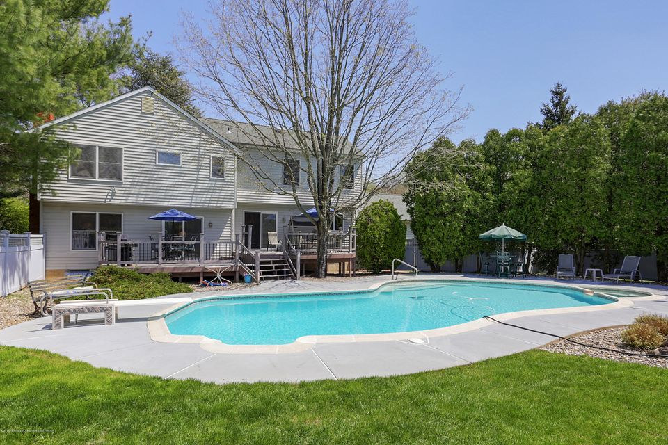 16  Peachtree Lane, Holmdel, New Jersey
