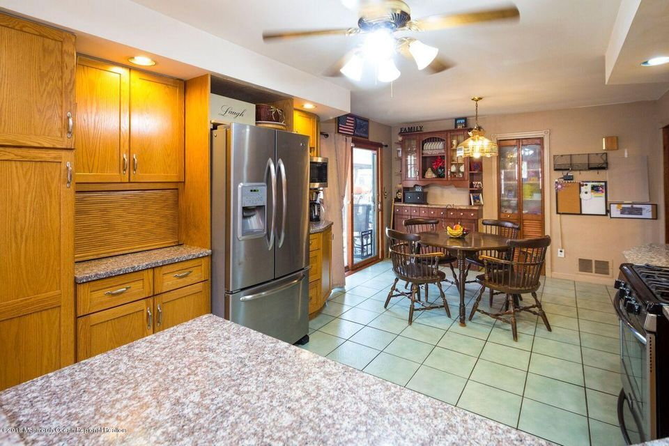 Custom Cabinets and SS Appliances