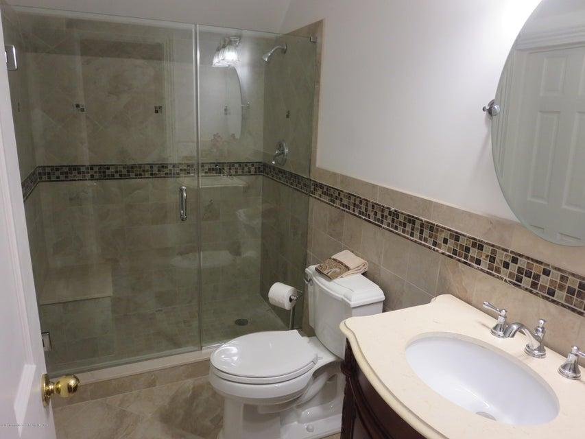 236 M Suite bath 3