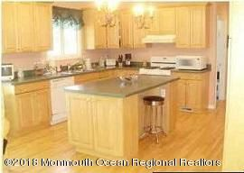 489 E Freehold Rd kitchen2