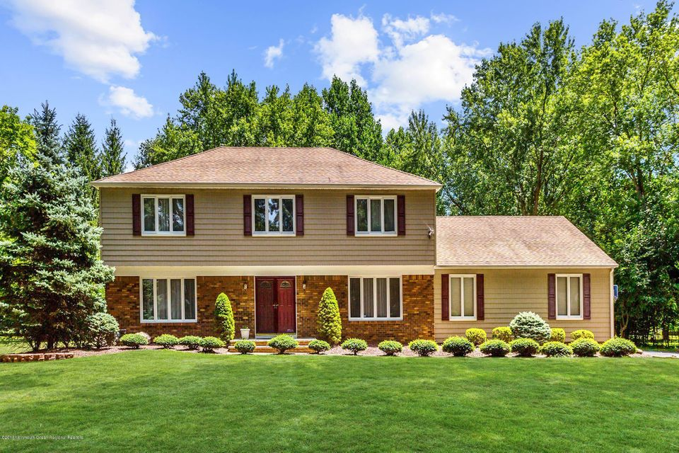 11  Old Farm Road, Holmdel, New Jersey