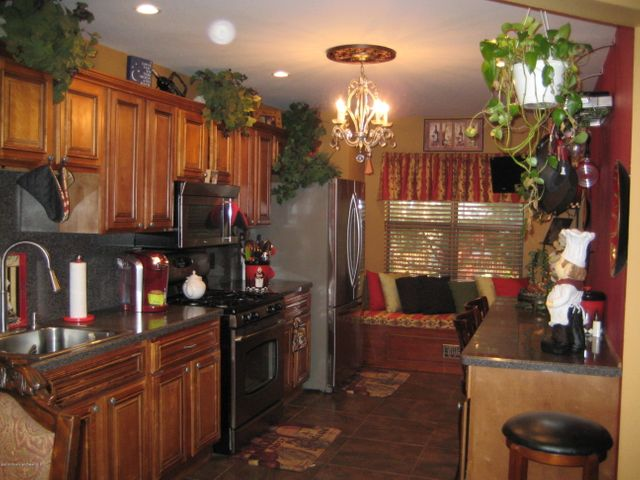 Manalapan nj real estate 372 oak knoll drive manalapa for Kitchen cabinets 07726