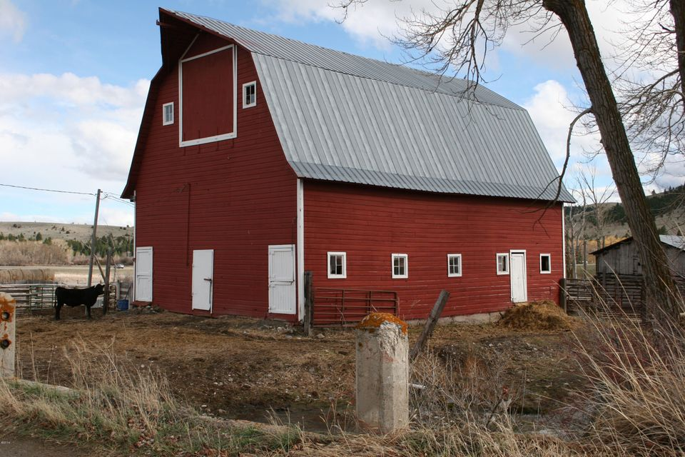 BEAUTIFUL ANTIQUE RESTORED BARN