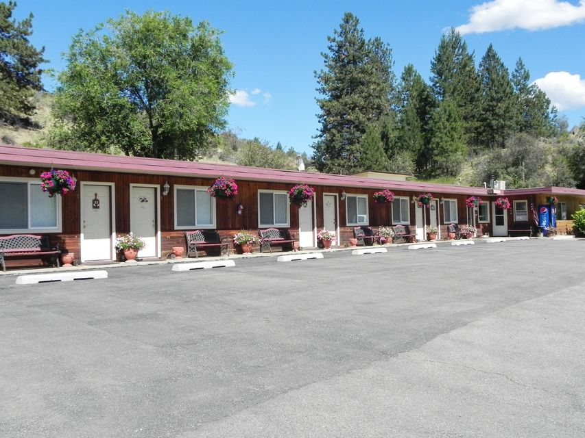 Additional photo for property listing at 340 East Railroad Avenue  Plains, Montana 59859 United States
