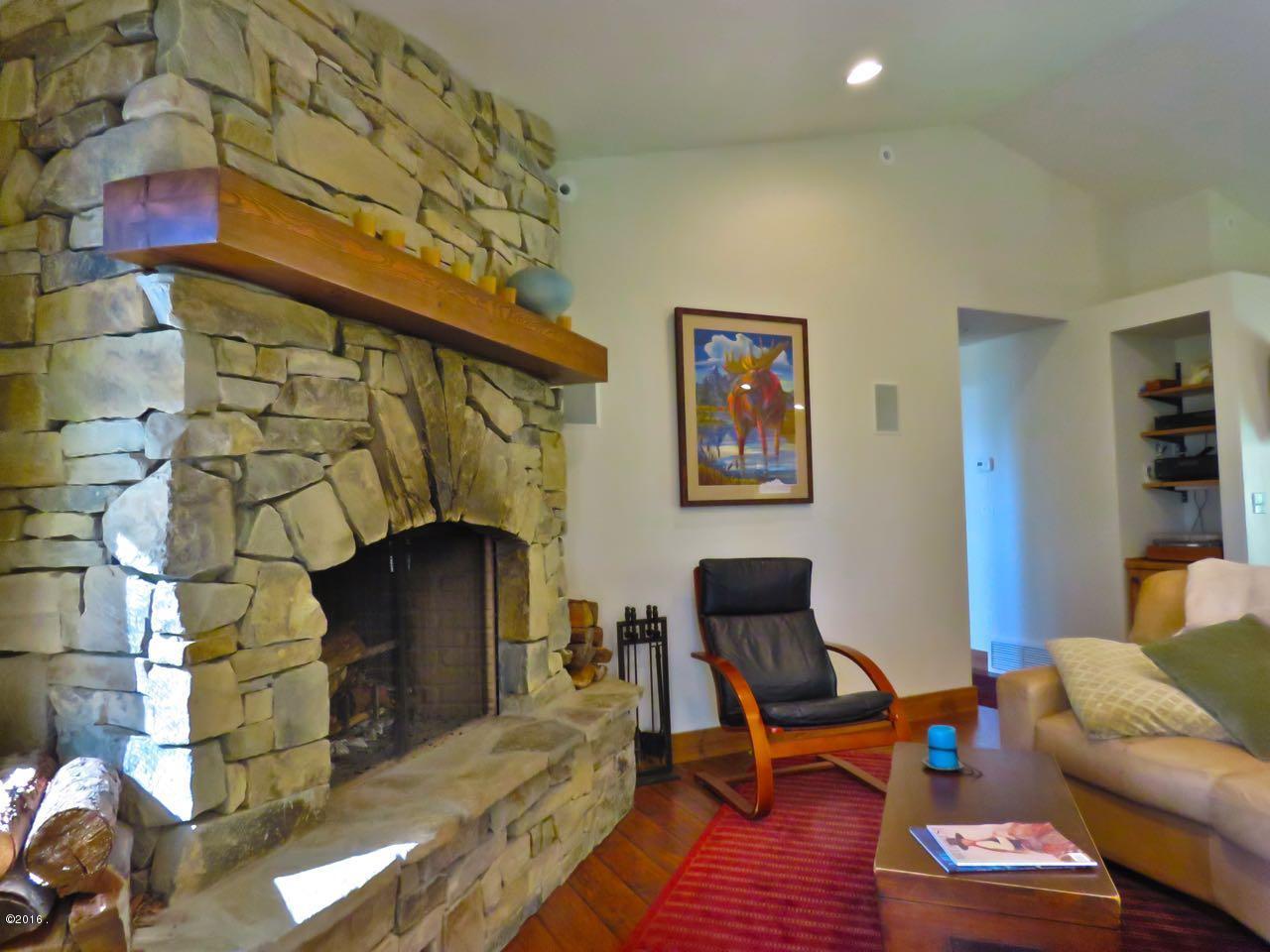 Additional photo for property listing at 17930 Wolf Creek Lane  Bigfork, Montana 59911 United States