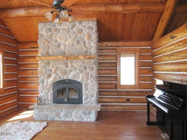 015_Wood Fireplace