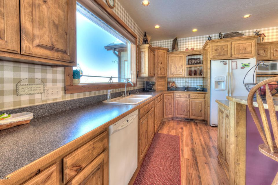 Additional photo for property listing at 384 Bear Creek Road  Victor, Montana 59875 United States