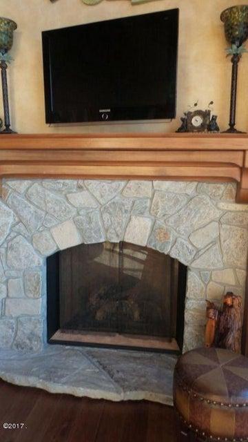 019_Gas Fireplace & Flat Screen TV