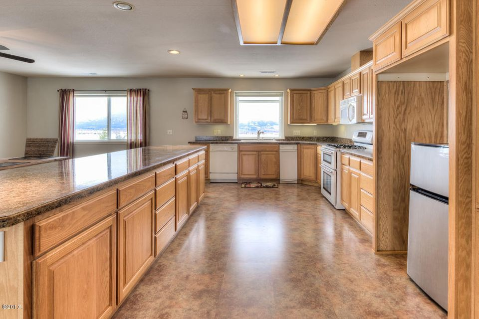 Additional photo for property listing at 695 Bass Lane  Corvallis, Montana 59828 United States