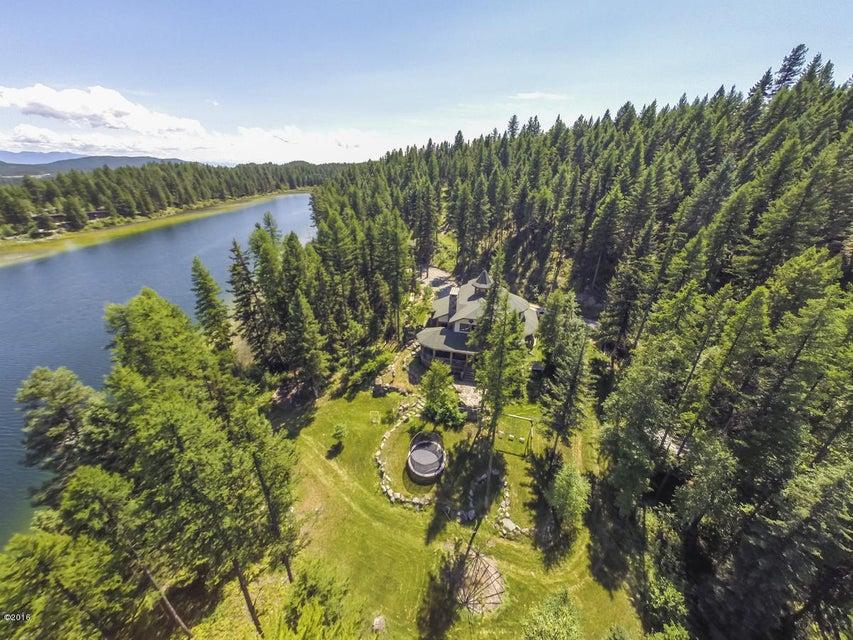 Maison unifamiliale pour l Vente à 660 Bootjack Lake Road Whitefish, Montana,59937 États-Unis