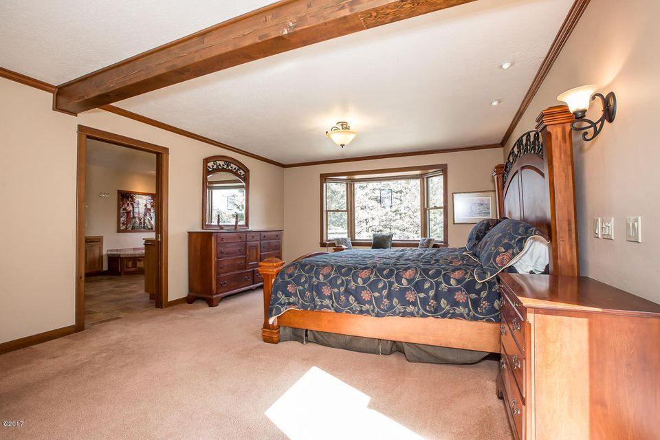 Additional photo for property listing at 355 Lake Hills Drive  Kalispell, Montana 59901 United States