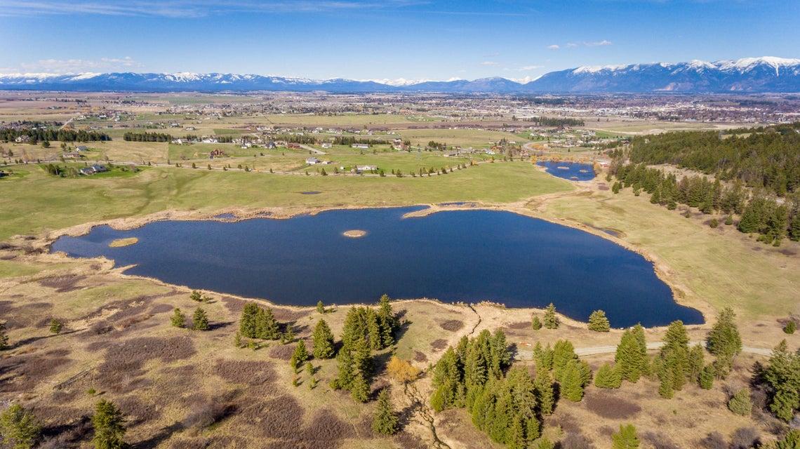Terre / Lot de terrain pour l Vente à Nhn Lake Shore Drive Kalispell, Montana,59901 États-Unis