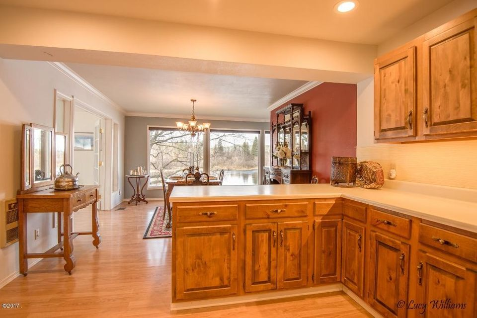Additional photo for property listing at 700 Wolf Creek Drive  Bigfork, Montana 59911 United States