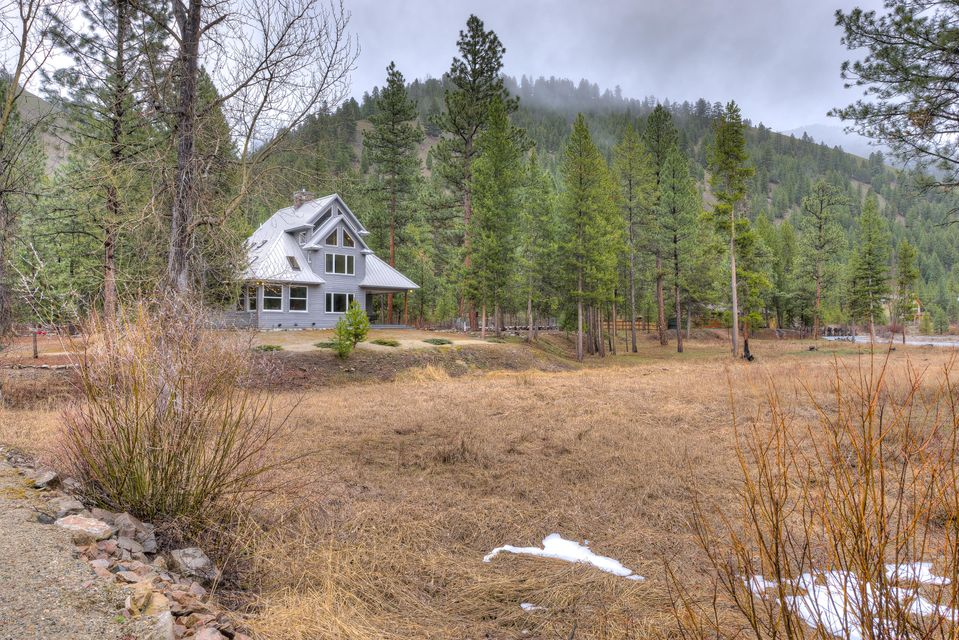 Single Family Home for Sale at 114 Mountain Lion Trail 114 Mountain Lion Trail Darby, Montana 59829 United States