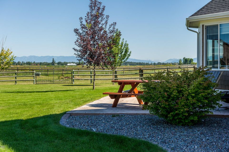 Additional photo for property listing at 956 Farm Road  Kalispell, Montana 59901 United States