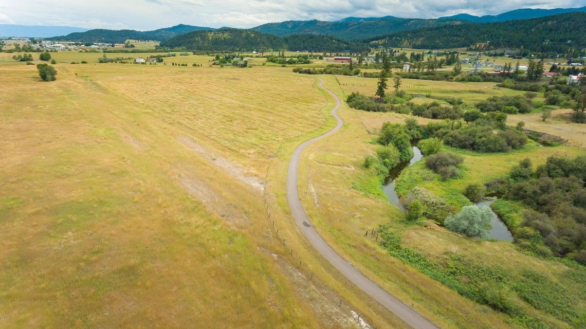 Terre / Lot de terrain pour l Vente à Nhn Highway 93 Nhn Highway 93 Kalispell, Montana,59901 États-Unis