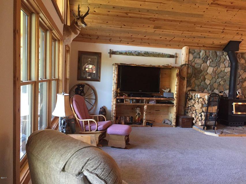 Additional photo for property listing at 935 Double Arrow Road  Seeley Lake, Montana 59868 United States