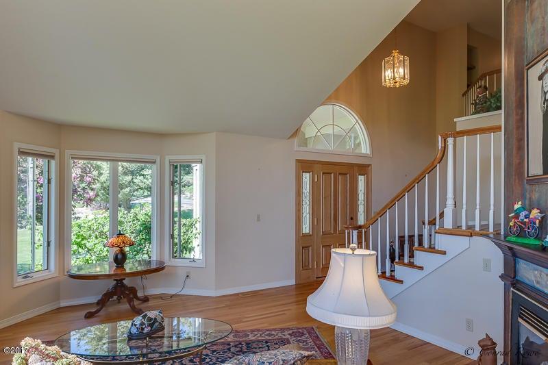 Additional photo for property listing at 410 Lake Hills Lane  Kalispell, Montana 59901 United States