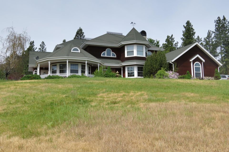 Single Family Home for Sale at 942 Springhill Road Hamilton, Montana 59840 United States
