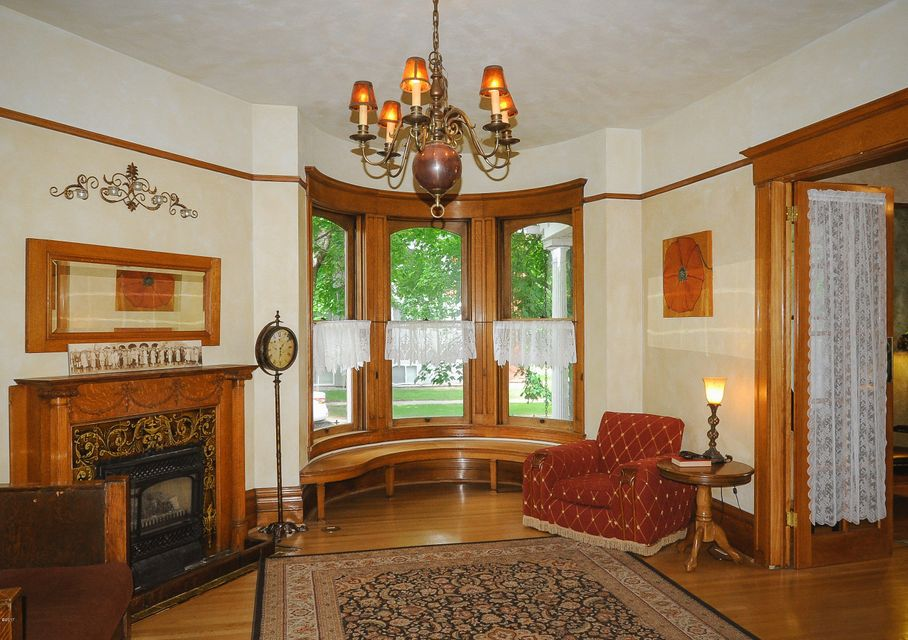 Additional photo for property listing at 406 4th Avenue  Kalispell, Montana 59901 United States