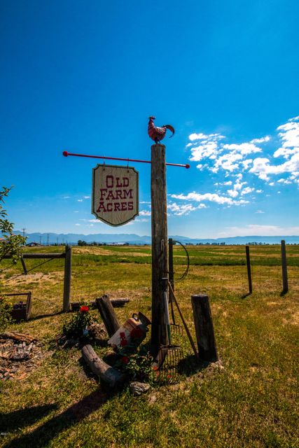 682 Mt. Hwy 82, Somers, MT 59932