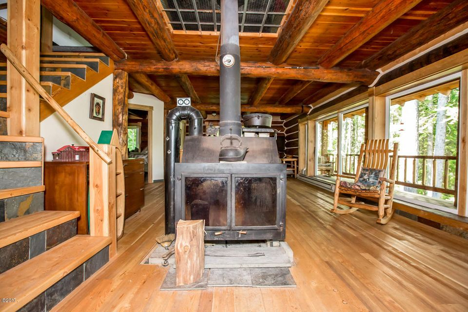 Additional photo for property listing at 870 Lake Drive  Columbia Falls, Montana 59912 United States