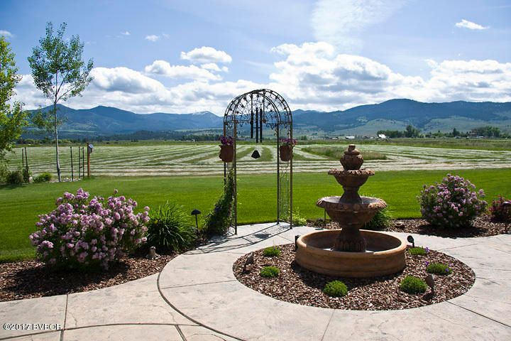 Additional photo for property listing at 550 Willow Crk Cross Road  Corvallis, Montana 59828 United States