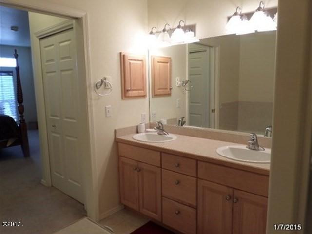 034_Master Bathroom W Large Shower