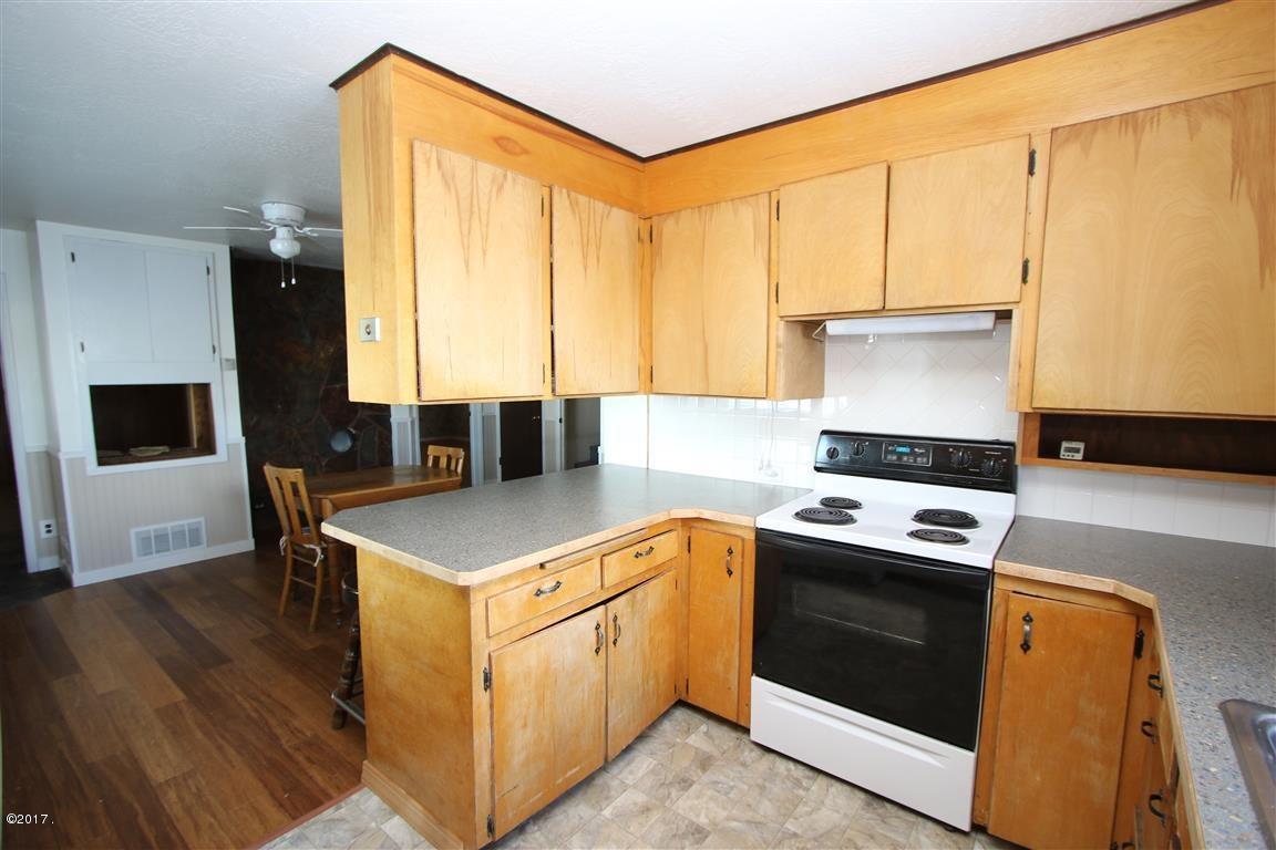15 36 Helterline Lane kitchen 2 (Medium)