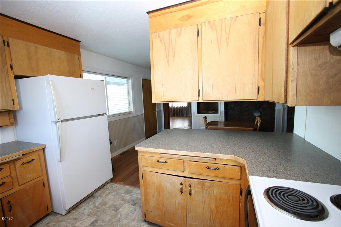 16 36 Helterline Lane kitchen 3 (Medium)