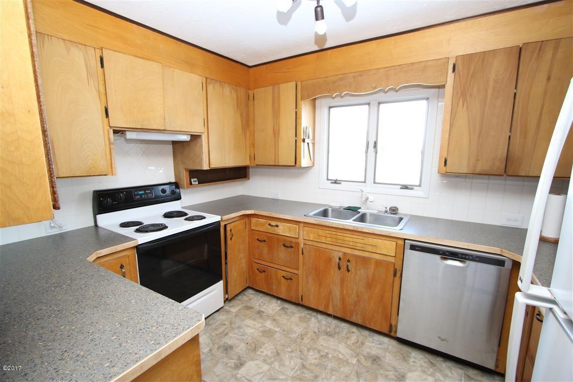 17 36 Helterline Lane kitchen 1 (Medium)