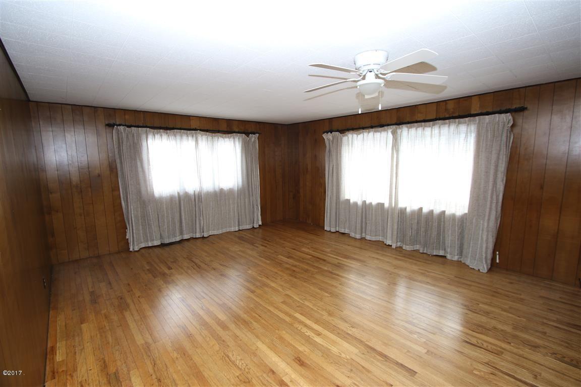 20 36 Helterline Lane livingroom 1 (Medi