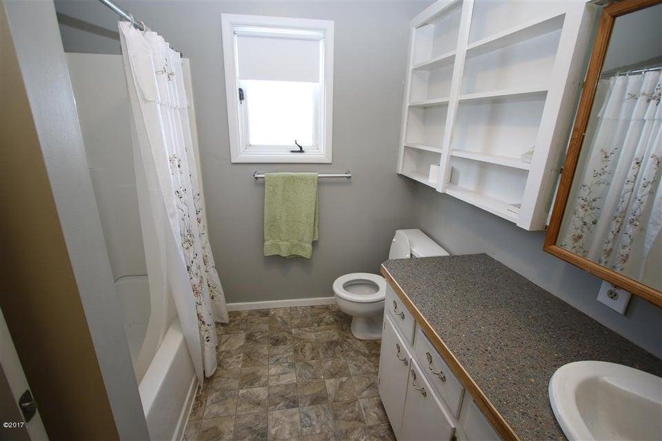 27 36 Helterline Lane bathroom 1 (Medium