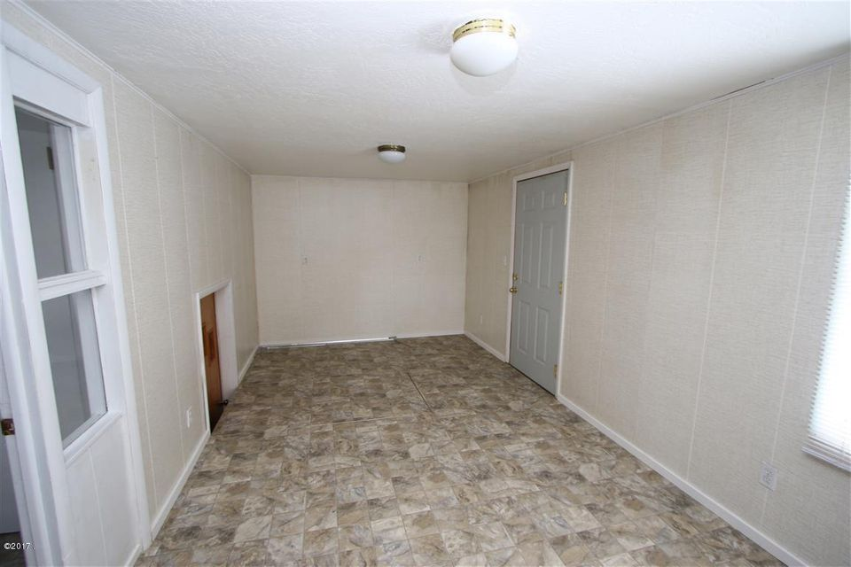 28 36 Helterline Lane back room 1 (Mediu