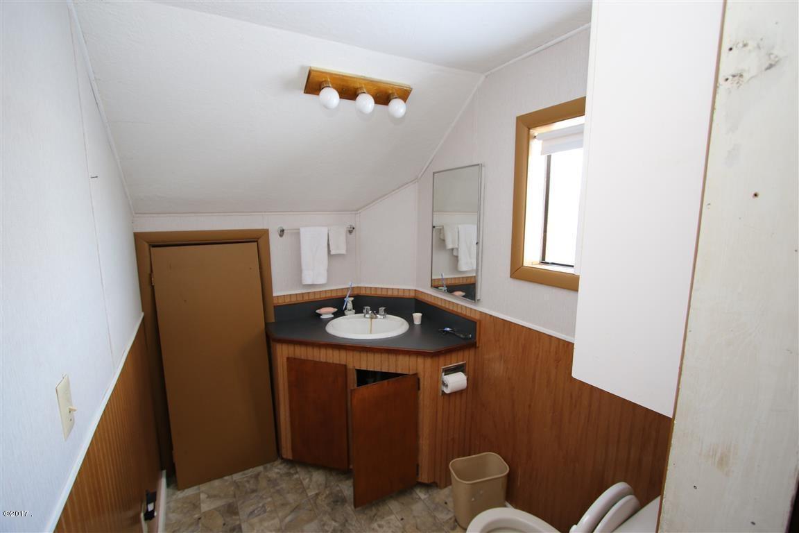 36 36 Helterline Lane upstairs bathroom