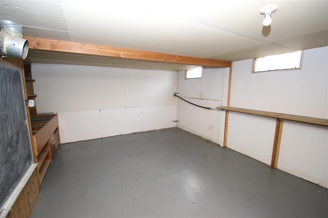 44 36 Helterline Lane 1 basment room 1 (