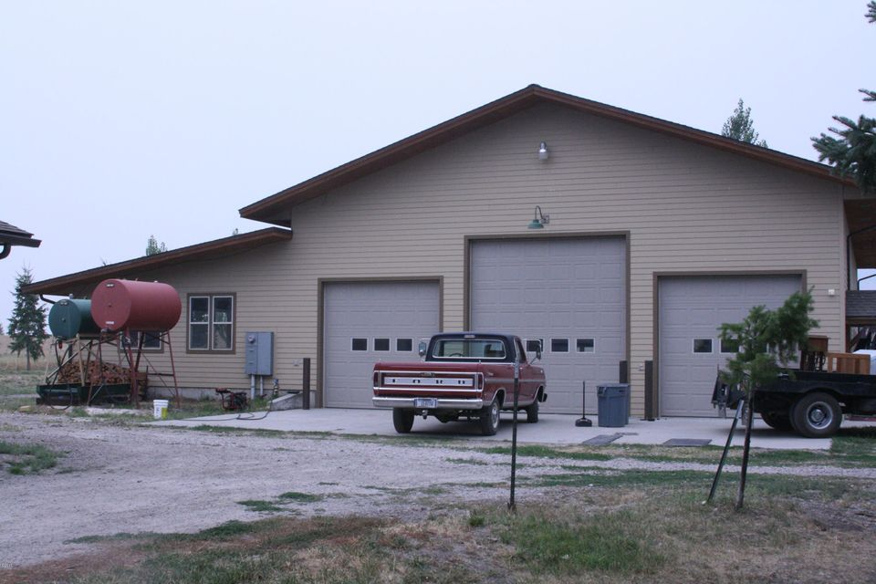 Additional photo for property listing at 32219 Cutting Horse Lane 32219 Cutting Horse Lane Polson, Montana 59860 United States